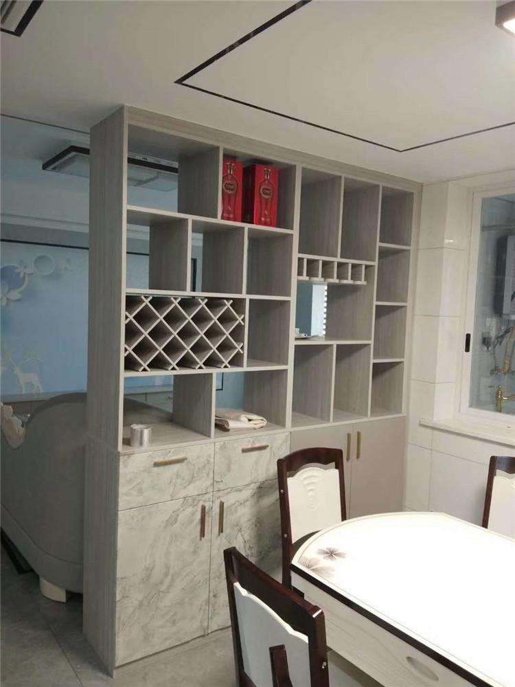 德维尔宜宾叙州专卖店在客户家中安装现场实拍照片(酒柜)